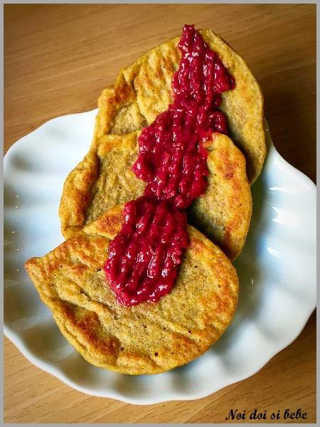 Pancakes la cuptor cu sos de capsuni