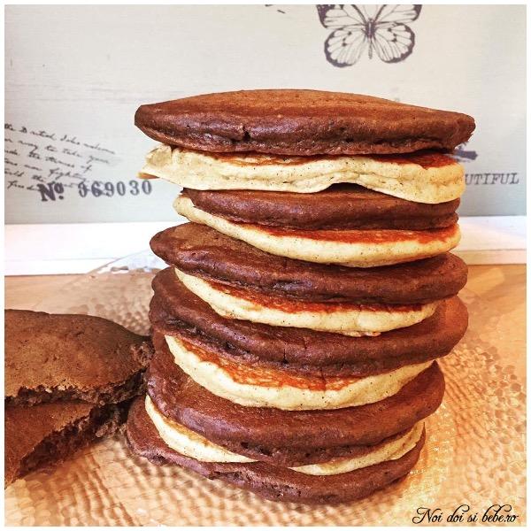 Pancakes cu pudra de roscove si nuca de cocos