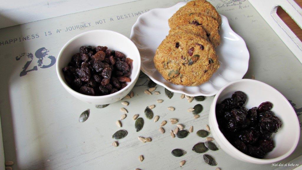 biscuiti cu seminte si fructe uscate